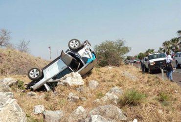 Tres personas lesionadas, al impactar sus automóviles sobre la autopista del Sol.