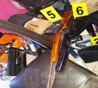 Decomisan armas de fuego, cartuchos y motocicletas durante cateo a dos inmuebles