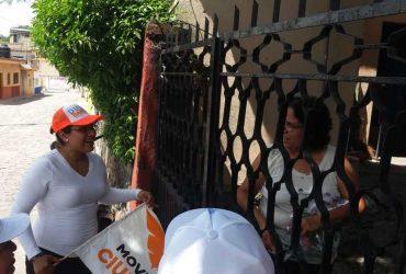 Visita a ciudadanos de Amacuzac, Dulce Bahena Arce, candidata del PAN-MC, a la diputación local por el IX distrito