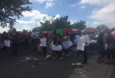 Habitantes de Xoxocotla bloquean carretera