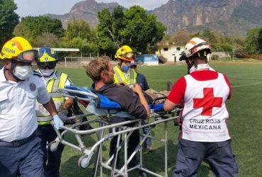 Rescatan a turista alemán que cayó en una cañada de Tepoztlán