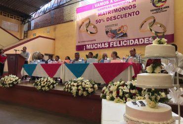 Se casan nueve parejas en campaña de matrimonios en Tlaltizapán: agarran al cabildo de padrino