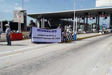 Productores pecuarios liberaron por dos horas caseta de peaje sobre la autopista del Sol.
