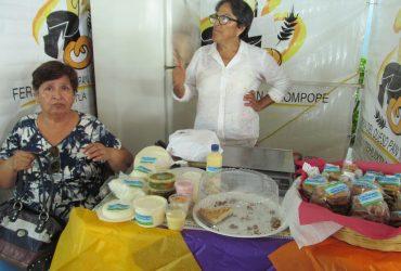 Inauguran la 5ª edición de la feria del queso, pan y rompope