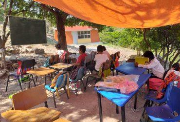 En primaria de Palo Grande, los niños estudian entre lonas, por aulas inconclusas