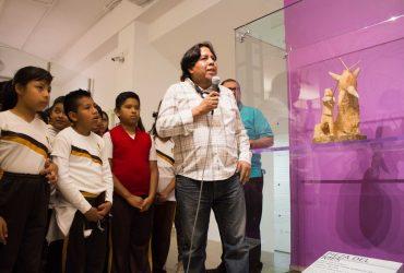 Se presenta escultura de niño con piñata como pieza del mes en el MMAPO