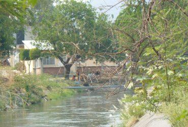 Sin temor al covid-19 ni a autoridades bañistas arriban al canal de las estacas