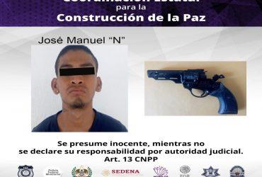 Detienen a un hombre por resistencia de particulares en Temixco. Se le aseguro un arma de diabólos tipo revolver.