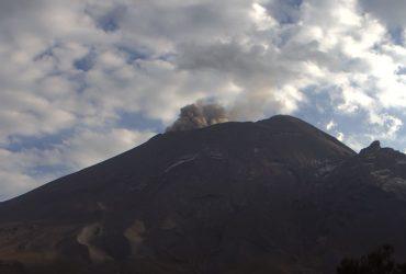 El CENAPRED exhorta a no acercarse al volcán y sobre todo al cráter, por el peligro que implica la caída de fragmentos balísticos