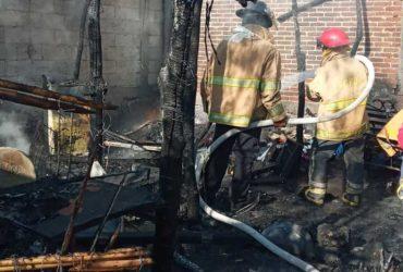 PC y bomberos de Jojutla auxilió en incendio de vivienda en la col. Sta. María, Tlatenchi.