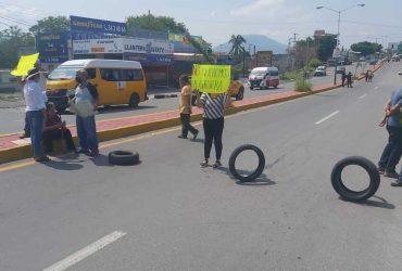 Vecinos de Galeana se oponen a Instalación de Gasera, se Manifiestan Cerrando la Carretera.