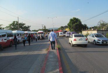 Sigue bloqueo en carretera Zapata-Zacatepec. No hay respuesta todavía
